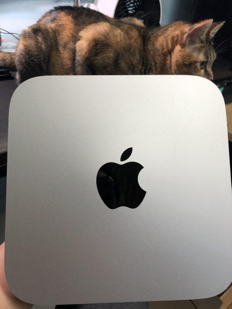 mac mini m1 開箱 主機正上方