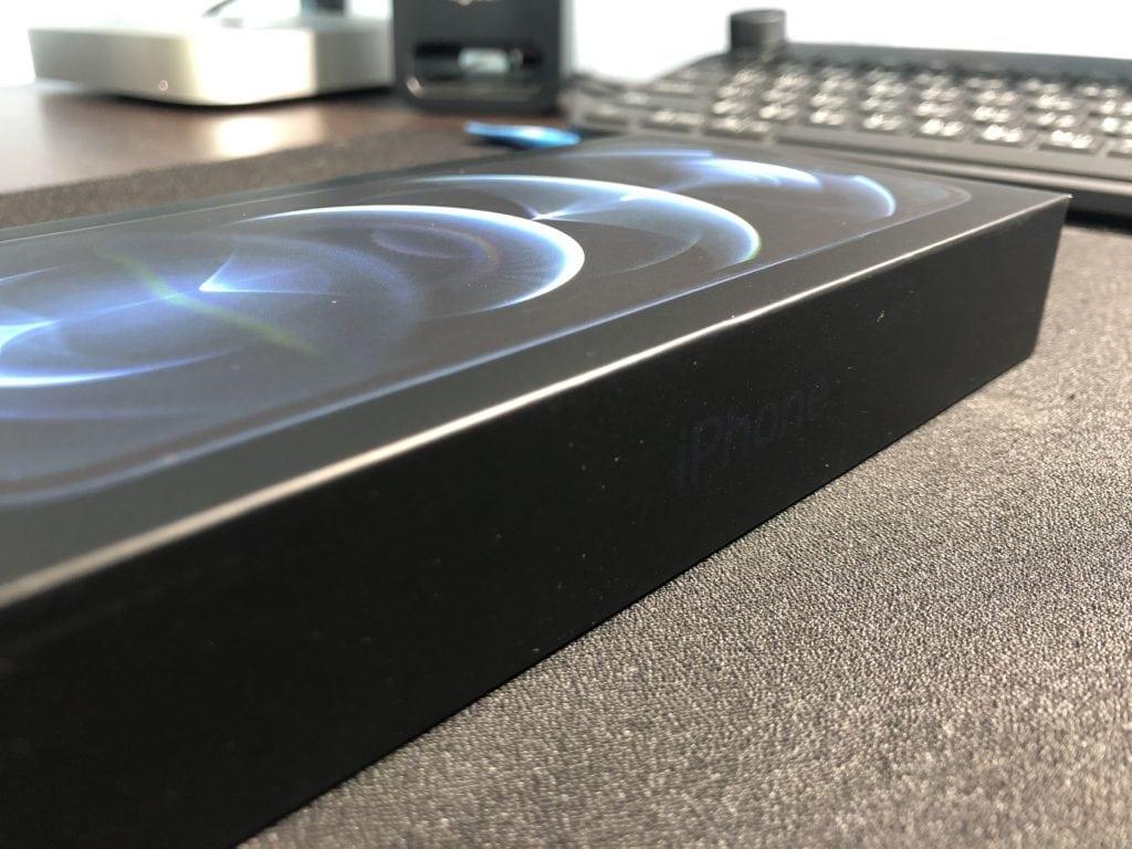 開箱評測 慢好多拍的 iPhone 12 Pro Max 太平洋藍簡單開箱評測 7
